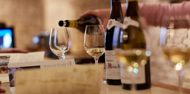 Degustación de vino blanco , Montrachet