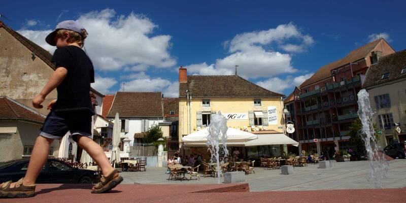 Plaza de Chagny, Pays Beaunois