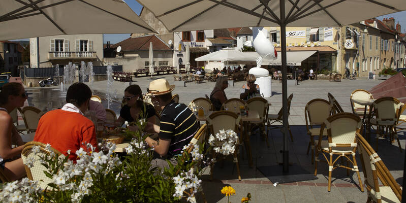 Chagny, Descanso en una terraza Place d'Armes